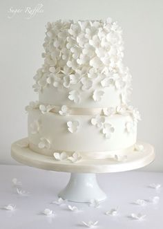 30 Delicate White Wedding Cakes | http://www.deerpearlflowers.com/30-delicate-white-wedding-cakes/ #floralweddingcakes