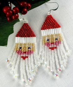 Rosy cheeks and fringe dangle beard Santa Claus earrings. Diy Xmas Earrings, Christmas Earrings, Etsy Earrings, Dangle Earrings, Seed Bead Crafts, Seed Bead Jewelry, Seed Beads, Beaded Christmas Ornaments, Sequin Ornaments
