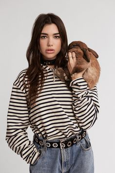 Dua Lipa's sultry vocals and hip hop-insipred pop beats have, unsurprisingly, caught the attention of the industry, and have led her to be dubbed as fastest rising star. Miss Vogue meets Dua Lipa - the girl behind the hit track Hotter Than Hell. Divas, Justin B, Rock Style, My Style, Nelly Furtado, Christina Aguilera, Woman Crush, Belle Photo, Girl Crushes