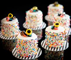 These mini Whoopie #wedding cakes are made of red velvet, covered in vanilla frosting, and decorated with colorful nonpareils, sugar pearlettes and hard candies.