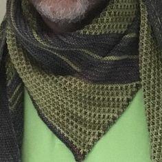 Je voulais vous montrer à quel point le #bryum de @lilofil est mixte la preuve mon barbu de mari le porte et l'aimerai bcp en bleumessage?? #tricotaddict #knitstagram #knittingaddict #tricopathe #knittinglove #malabrigo @woolsandco by sabblg