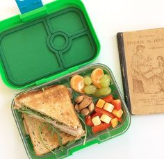 EatWell-UK - Sandwich in Pomme Green Yumbox Panino Sandwich in Pomme Green Yumbox Panino Sandwich in Pomme Green - Kids Lunch For School, Healthy School Lunches, Lunch Box Recipes, Lunch Snacks, Lunch Ideas, Road Trip Snacks, Healthy Meal Prep, Safe Food, Kids Meals