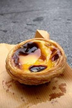 Pastéis de Belém / Portuguese egg tart -- when I lived in Toronto I could get these still warm from any number of bakeries . Portuguese Desserts, Portuguese Recipes, South African Desserts, Wine Recipes, Cooking Recipes, Custard Tart, Egg Tart, International Recipes, Chocolate Chip Cookies
