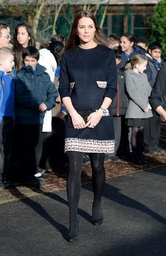 Kate Middleton was attended some charity event in London wearing a dark brown dress and to the surprise of the people, they knew that she was 26 weeks pregnant yet she doesn't look like it. #katemiddleton http://www.gosmartslife.com/can-you-even-see-kate-middletons-baby-bump/
