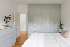 Home Interior Design .Home Interior Design Simple Bedroom Design, Bedroom Closet Design, Master Bedroom Design, Home Bedroom, Master Bedroom Minimalist, Awesome Bedrooms, Beautiful Bedrooms, Minimalist Furniture, Bedroom Layouts