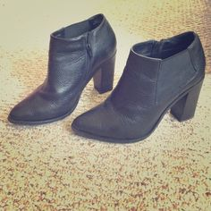 Steve Madden ankle boots 7.5 Super cool, genuine leather, stacked heel ankle boot. No damages, worn max 5 times. Steve Madden Shoes Ankle Boots & Booties