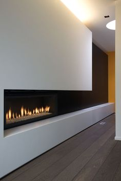 Nice clean lines of this fireplace Fireplace Tv Wall, Living Room With Fireplace, Fireplace Surrounds, Tv Wall Design, House Design, Painel Tv Sala Grande, Salas Home Theater, Contemporary Fireplace Designs, Modern Fireplaces