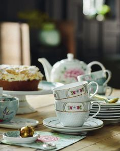 Buy the Blushing Birds Cappuccino Cup & Saucer - White from Pip Studio at AMARA. Pip Studio, Cappuccino Cups, Espresso Cups, Rectangle Cake, Cake Tray, Tea Infuser, Cup And Saucer Set, Tea Mugs, Afternoon Tea