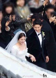 Song Hye-kyo and Song Joong-ki got married at the Shilla Hotel in Seoul on the The two have been strictly private about their wedding and only those with invitations were allowed entry. Korean Actresses, Korean Actors, Actors & Actresses, Asian Actors, Wedding Pics, Wedding Couples, Cute Couples, Descendants, Lee Min Ho