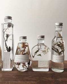Botanical infused favors gift ideas for bespoke scents inspired by the season surroundings of your event in our latest post ww thelane com homemade essential oils link in bio how to make an explosion box cheap unique diy gift idea! Homemade Essential Oils, Deco Nature, Ideias Diy, Witch Aesthetic, Blog Deco, Diy Gifts, Unique Gifts, Diy And Crafts, Diy Home