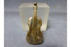 A late Victorian Vesta Case in the form of a Violin