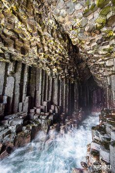 Cueva de Fingal desde dentro Isla de Staffa tesoro natural en Escocia Reino Unido by machbel 2