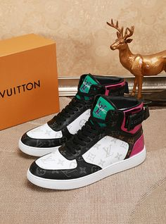 Louis Vuitton Vuitton LV new 18059955283 Lv Men Shoes, Shoes Sandals, Louis Vuitton Mens Sneakers, High Top Sneakers, Sneakers Nike, Fashion Shoes, Mens Fashion, Air Jordans, Baseball Caps