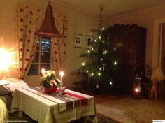 Luukku 18: kirmaatu Tässäpä hienoa vanhan hirsitalon joulua. Rukki ja olkipukki viimeistelevät vaikutelman. #styleroom #perinteinen #joulu #joulukotikalenteri