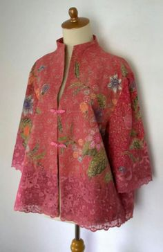 Batik outer with brocade, I think this is from Hetty Adisoewigno collection. I have 2 of her colecctions Batik Blazer, Blouse Batik, Batik Dress, Batik Fashion, Ethnic Fashion, Hijab Fashion, Fashion Outfits, Womens Fashion, Blouse Styles