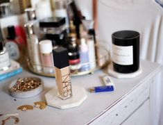 t's been over a month since I started using the @NARSissist Natural Radiant Longwear Foundation and I can happily say it's become my new go-to foundation (I use shade Vienna). Not only is it fade resistant, it also uses a Skin Optimising Complex which improves the skin hour by hour to smooth the skin texture