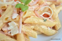 paste cremoase cu sunca si smantana reteta Pasta Carbonara, Yummy Food, Tasty, Pasta Salad, Food And Drink, Cooking Recipes, Ethnic Recipes, Lasagna, Crab Pasta Salad