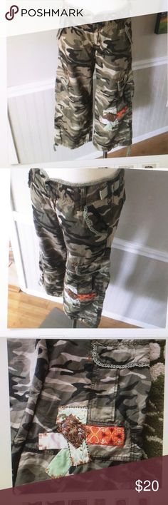 "Miss me Camouflage Cargo Pant Sz L Miss me cropped camouflage with boho accent front zipper cargo pant fits up to 32"" worn once in good condition Sz L super cute. Any questions please ask. Thanks Miss Me Pants Ankle & Cropped"