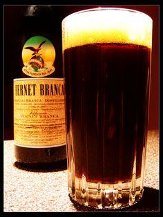 """Fernet & Coca Cola - Argentina """"El Fernet"""" El fernet es una bebida alcohólica amarga elaborada a partir de varios tipos de hierbas (mirra, ruibarbo, manzanilla, cardamomo y azafrán, entre otras), que son maceradas en alcohol de uva, filtradas y añejadas en toneles de roble durante un período que puede ser de 6 a 12 meses. Su graduación alcohólica es del 45% y posee un color oscuro y un aroma intenso."""