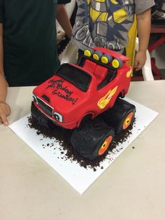 and the monster machines birthday cake Completely edible! By Carolyn Portuondo of the Royal Hawaiian HotelBlaze and the monster machines birthday cake Completely edible! By Carolyn Portuondo of the Royal Hawaiian Hotel Torta Blaze, Bolo Blaze, Blaze Cakes, Blaze Birthday Cake, 4th Birthday Cakes, Boy Birthday Parties, Birthday Ideas, Blaze And The Monster Machines Cake, Hot Wheels Party