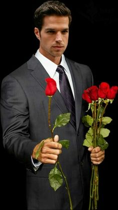 View album on Yandex. Romantic Men, Romantic Roses, Flowers Gif, Flowers For You, Happy Woman Day, Happy Women, Valentines Day Pictures, Pretty Roses, Flower Quotes
