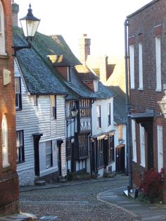 The ancient cobbled streets of Rye, East Sussex. Our tips for 25 fun things to do in England: http://www.europealacarte.co.uk/blog/2011/08/18/what-to-do-england/