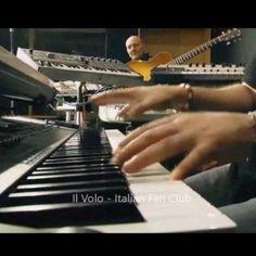 """Repost ilvolo.italianfanclub  Piero a #radio2socialclub canta """"A mano a mano"""" #ilvolo #pierobarone #radio2 #ilvoloitalianfanclub @barone_piero (part3)"""