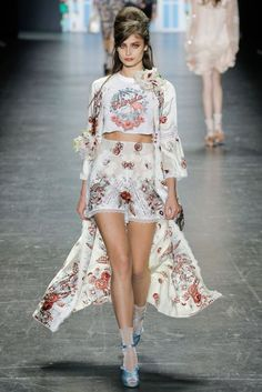 Taylor Hill Anna Sui New York Spring/Summer 2017 Ready-To-Wear Collection…