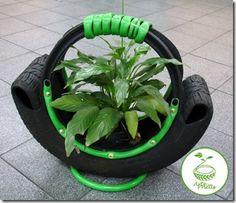 This pin is an example of environmental sustainibility in terms of recycling by turning a tire into a plant holder. Tire Planters, Flower Planters, Garden Planters, Tire Garden, Garden Deco, Outdoor Projects, Garden Projects, Tire Craft, Tire Furniture