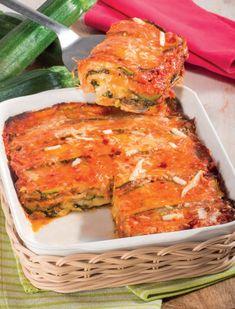 Parmigiana di zucchine: ricetta per un successo garantito! Quiches, Cheeseburger Sliders, Romanian Food, Ratatouille, Salmon Burgers, Italian Recipes, Zucchini, Food Porn, Food And Drink