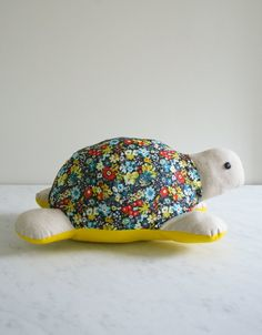 Molly's Sketchbook: Myrtle the Purl Turtle - The Purl Bee - Knitting Crochet Sewing Embroidery Crafts Patterns and Ideas! Pattern and tutorial Purl Bee, Craft Patterns, Sewing Patterns Free, Free Sewing, Crochet Patterns, Free Pattern, Pattern Sewing, Pattern Ideas, Sewing Toys