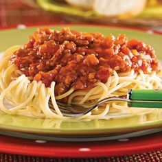 Spaghetti With Meat and Vegetable Sauce Cooking Spaghetti, Spaghetti Sauce, Food N, Food And Drink, Salmon Flies, Bolognese, Chicken Pasta, Macaroni, Sandwiches
