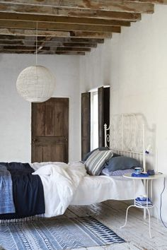 .The blues make it almost nautic but not totally. The rug is beautiful. Scandinavian atmosphere