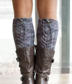 Knit boot toppers, wear the ribbon on the back or on the side.