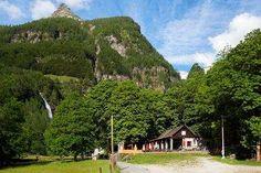 Les 10 meilleurs grotti d'Ascona-Locarno Table En Granit, Les Cascades, Beaux Villages, Le Moulin, Cabin, Mansions, House Styles, Channel, Food Hacks