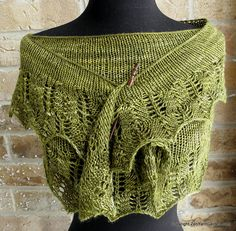 Ravelry: Mezquita Shawl pattern by Roxanne Yeun Diy Tricot Crochet, Filet Crochet, Crochet Yarn, Knit Crochet, Crochet Things, Ravelry, Knit Cowl, Knitted Shawls, Lace Knitting
