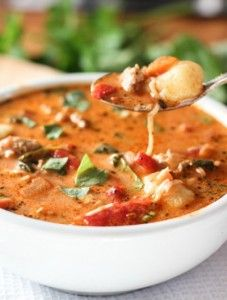 We love this Gnocchi Sausage and Spinach Soup! It has a rich deep flavor and comes together with wholesome ingredients in less than 30 minutes! Gnocchi Sausage, Gnocchi Spinach, Gnocchi Soup, Spinach Soup, Sausage Soup, Gnocchi Recipes, Soup Recipes, Cooking Recipes, Healthy Recipes