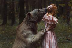 最後の熊のように各クマを扱う。 各オオカミ最後に、各カリブー。 それぞれが最後のトラックを追跡する。 ゴーン足形、なくなっスキャット。 これ以上deertrails、これ以上のフライウェイはありません。 神聖な、私たちの最後の毎分のように、各動物を扱う。  - ゲイリー·ローレス(最後の熊のように''から'')