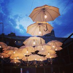 What fabulous outdoor lighting!