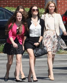 The was seen on set in not only a pair of tiny Daisy Dukes, but also a lace midriff top which bared her very flat tummy. Emma Watson Movies, Emma Watson Style, Emma Watson Beautiful, Emma Watson Sexiest, The Bling Ring, Bling Bling, Latest Hollywood Movies, Leslie Mann, Lily Collins