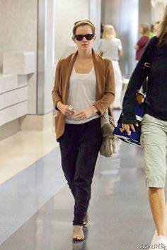 save off 2b4fd 4b373 Emma Watson Photos - Emma Watson stands among dozens of giddy Harry Potter  fans as she waits to board a Hertz bus at LAX (Los Angeles International  Airport) ...