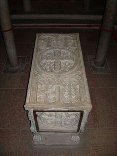 Urna di Sant'Anastasia. Cripta della abazia di Santa Maria in Sylvis. Sesto a Reghena.  VIII Sec.