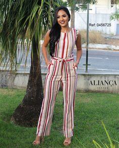 Macacão em linho listrado, uma escolha perfeita!! #aliancacenter #fashion #trend #ootd #newin #moda #google #brasil ▶ Macacão linho: R$149,90 (0456725) Dress Outfits, Jumpsuit Outfit, Fashion Dresses, Floral Chiffon Dress, Der Arm, Jumpsuit Pattern, Indian Designer Wear, Feminine Style, Striped Dress