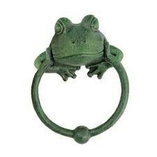 Lion Door Knocker, Door Knobs And Knockers, Gate Handles, Knobs And Handles, Frog Bathroom, Frog House, Body Gestures, Antique Doors, Door Furniture