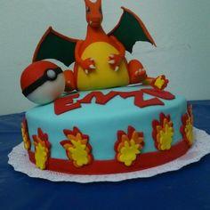 Bolo pokemon entregue hoje com modelagem feita em biscuit pela minha filha Angélica