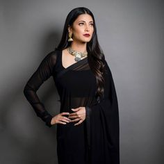 Shruthi Hassan looks drop dead gorgeous in Black saree Bollywood Saree, Bollywood Fashion, Bollywood Celebrities, Bollywood Actress, Indian Dresses, Indian Outfits, Pakistani Dresses, Shruti Hassan, 54 Kg
