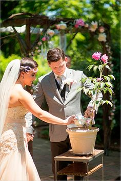 Tea party inspired wedding. Captured By: Seriously Sabrina Photography #weddingchicks http://www.weddingchicks.com/2014/09/17/tea-party-inspired-wedding/