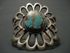 ONE-OF-THE-LARGEST-VINTAGE-NAVAJO-CASTED-TURQUOISE-SILVER-BRACELET