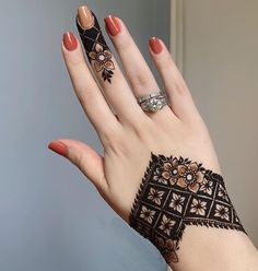 Pretty Henna Designs, Mehndi Designs Finger, Henna Tattoo Designs Simple, Latest Henna Designs, Henna Art Designs, Mehndi Designs For Girls, Simple Arabic Mehndi Designs, Mehndi Designs For Beginners, Modern Mehndi Designs