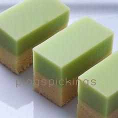 ping's pickings: Chiffon Cake with Pandan Topping